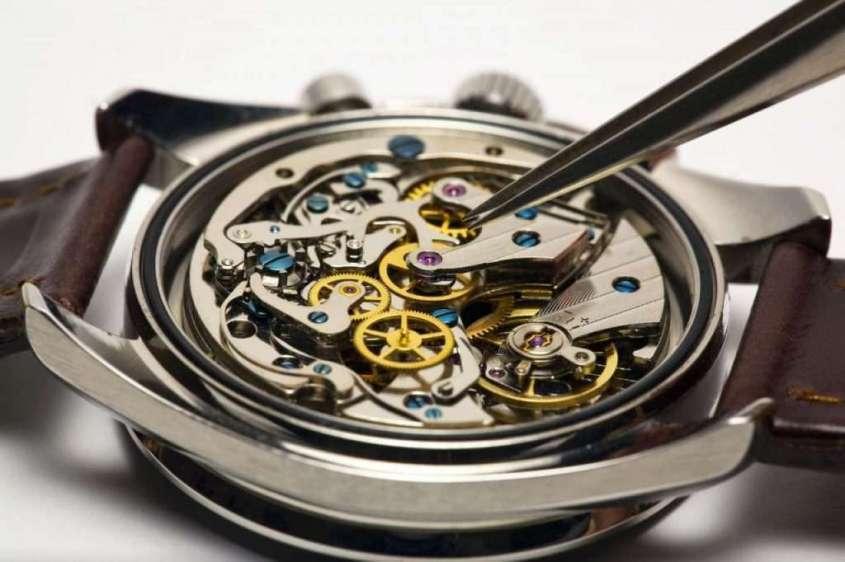 Почему швейцарцы, не стесняясь, ставят в свои часы механизмы, сделанные в России