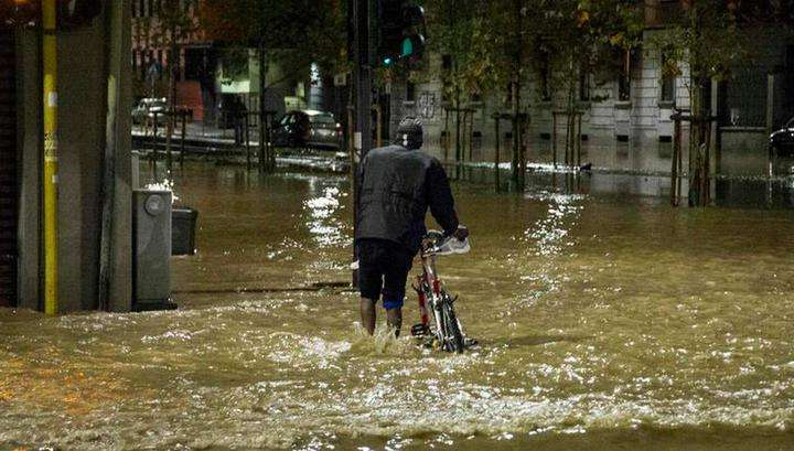 Северные районы Милана за считанные минуты ушли под воду