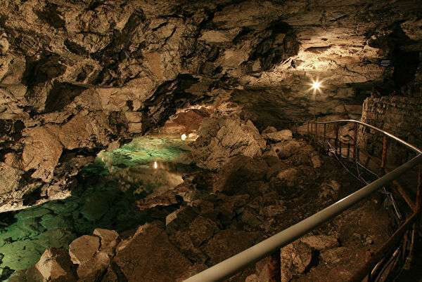Уникальный геологический памятник – одна из крупнейших карстовых пещер в Европейской части России Кунгурская ледяная пещера