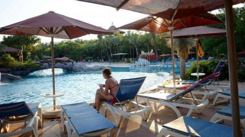 Средний класс может забыть об отдыхе за границей. Гостиницы меняют условия приема туристов