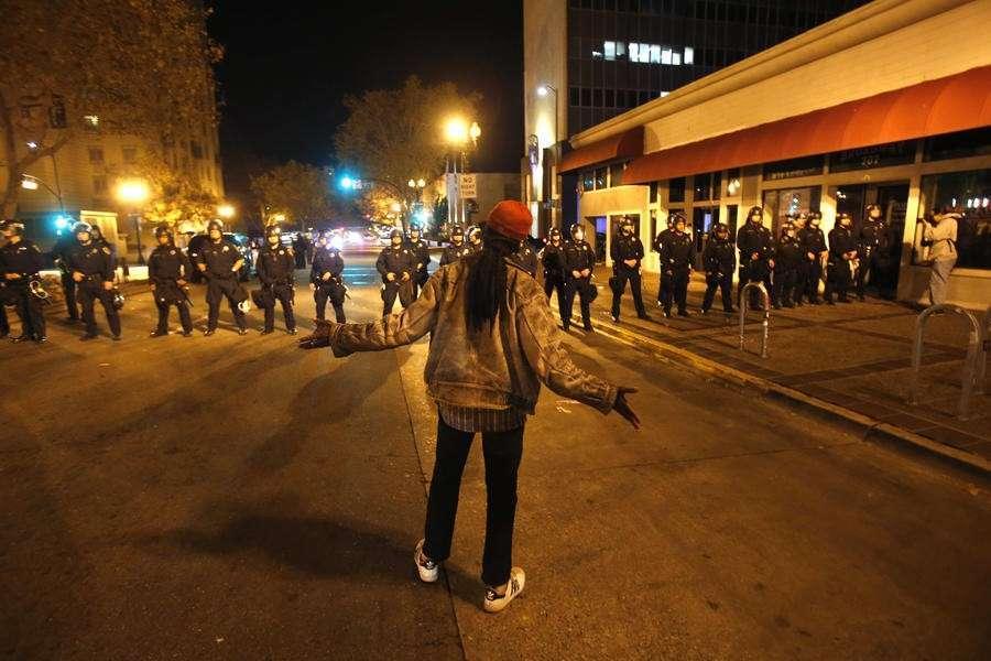 Беспорядки в Фергюсоне после оглашения вердикта о невиновности полицейского − фотогалерея
