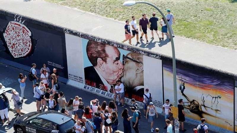 У восточных немцев неожиданно проснулась запоздалая любовь к России
