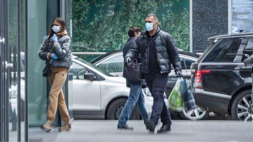 Перчатки и антисептики довели россиян до кожных болезней