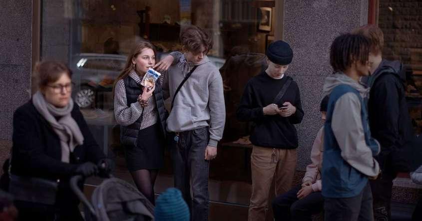 Потеряв работу шведская молодежь торгует собой