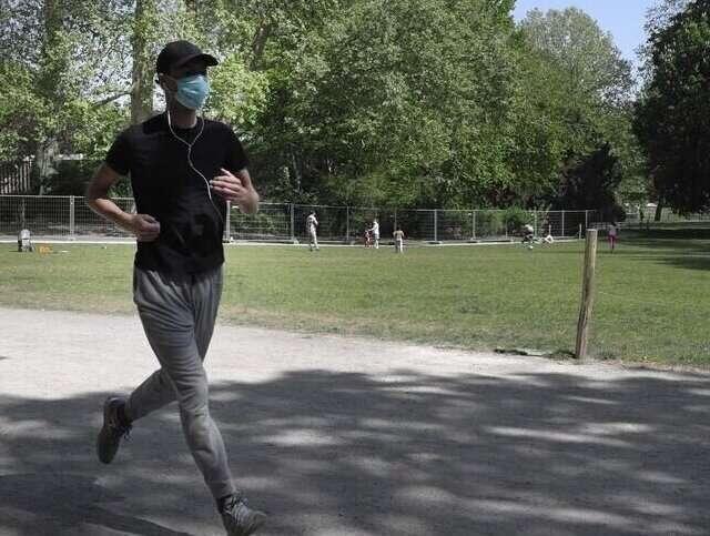 Почему нельзя надевать медицинскую маску во время бега. Опыт китайских медиков