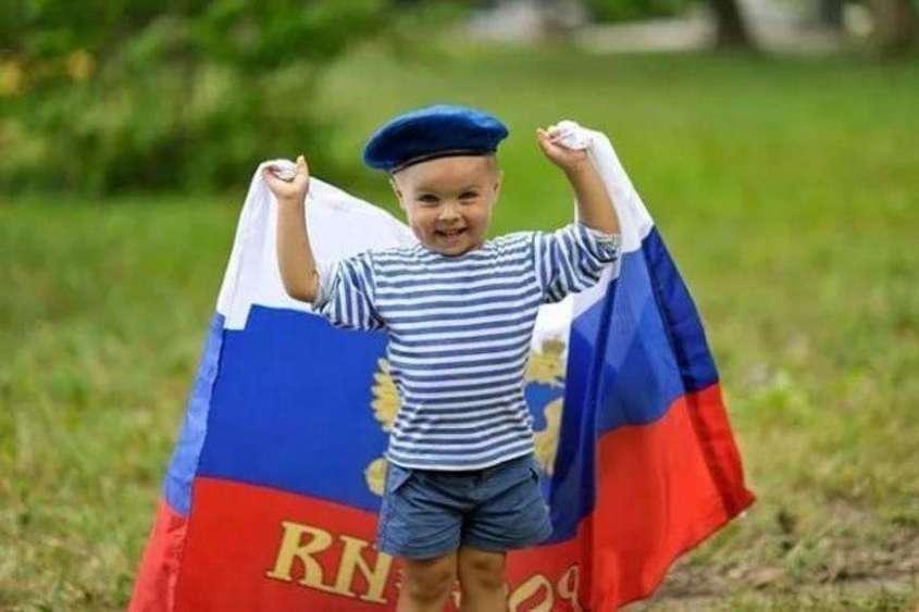 Владимир Путин внёс в Госдуму поправки о патриотическом воспитании в школах