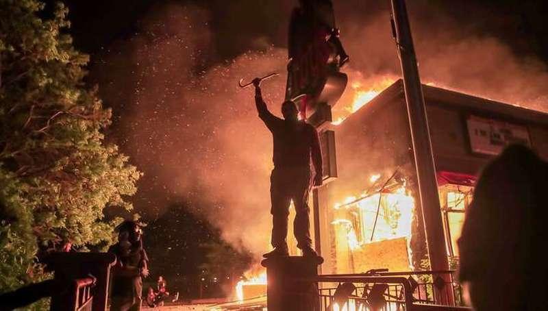 В Миннеаполис направлена национальная гвардия США для подавления беспорядков