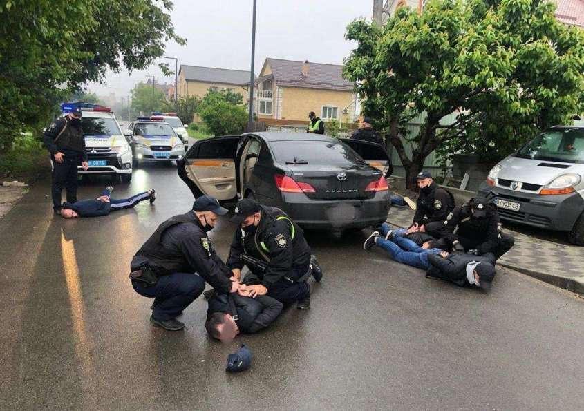 Перестрелка под Киевом: распределение междугородних маршрутов закончилось стрельбой и задержаниями