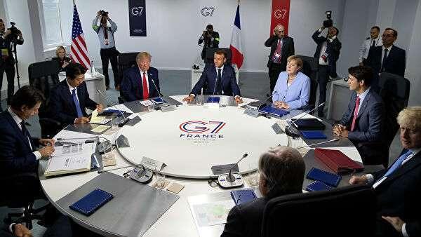 Лидеры стран-участниц G7 во время встречи в рамках ежегодного саммита. Архивное фото