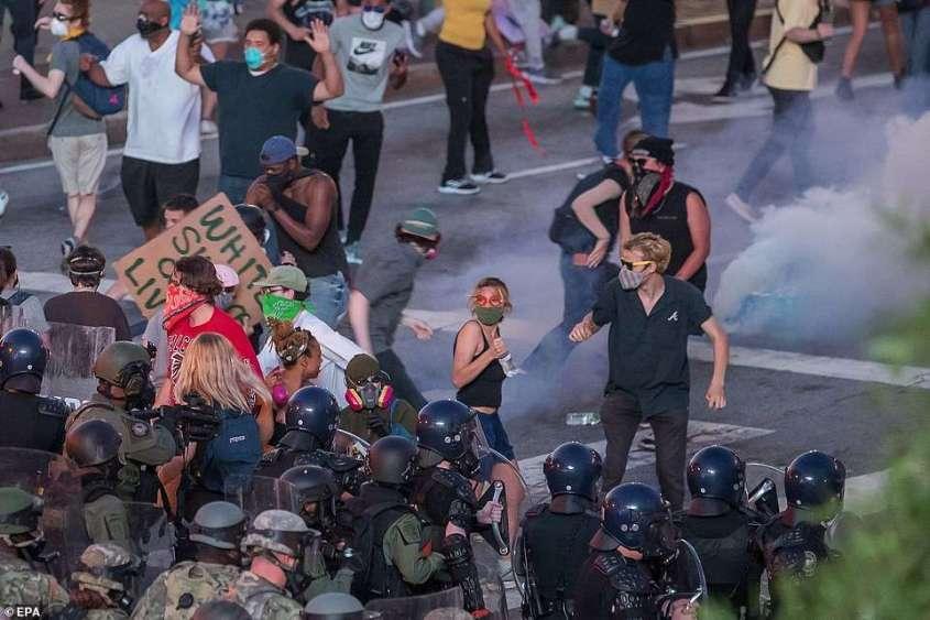 Массовые протесты в США охватили уже все 50 штатов