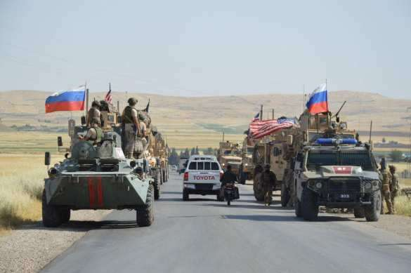 СРОЧНО: 20 против 200 – российские военные блокировали большую колонну армии США и заставили её отступить (+ФОТО, ВИДЕО) | Русская весна