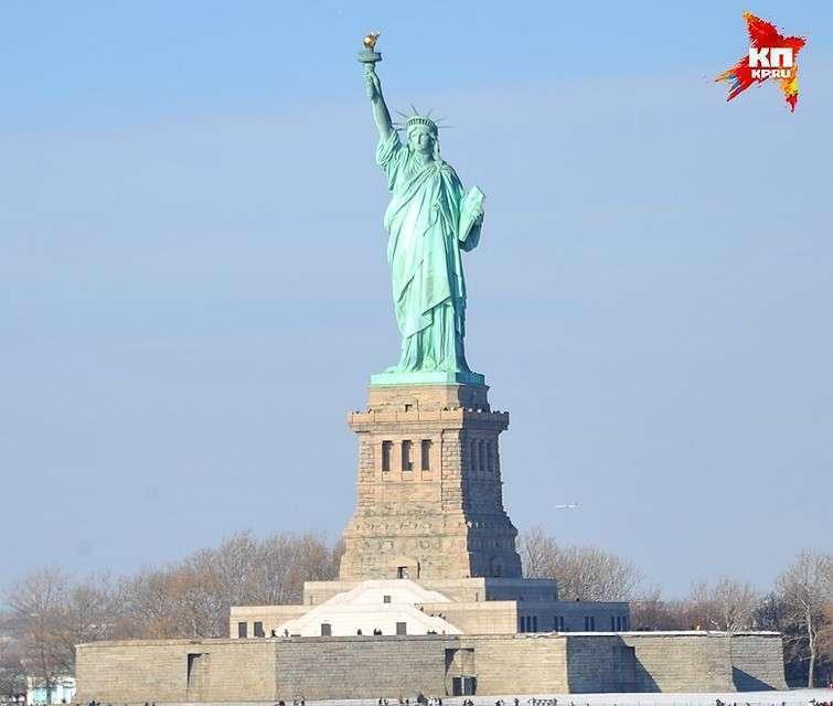 Американцы диву давались, как Статуя Свободы блестит на солнце. Но блестела она временно. Вскоре уральская медь окислилась, и монумент получил свой знаменитый зеленоватый оттенок Фото: Евгения ГУСЕВА