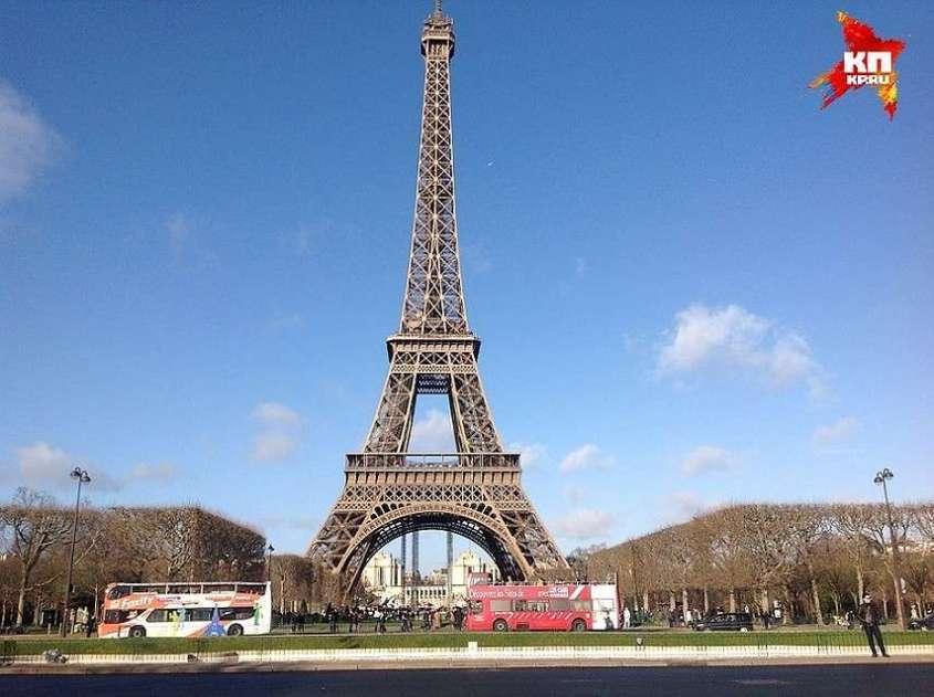 Изначально планировалось, что диковинное сооружение простоит 20 лет, после чего его демонтируют. Но с уральским качеством «железная дама», как прозвали башню французы, и ныне стоит на своем законном месте Фото: Андрей ГОРБУНОВ