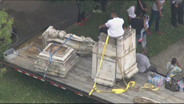 Демонтаж памятника первооткрывателю Америки Христофору Колумбу в городе Камден, США
