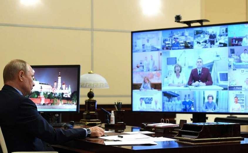 В ходе встречи с медицинскими работниками (в режиме видеоконференции).