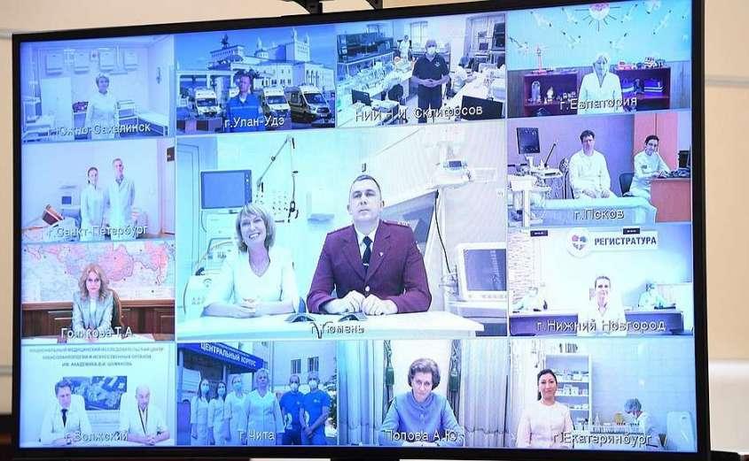 Участники встречи с медицинскими работниками (в режиме видеоконференции).