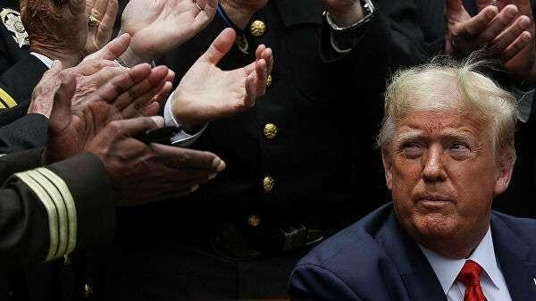 Президент США Дональд Трамп после подписания распоряжения о реформе полиции в Розовом саду Белого дома США