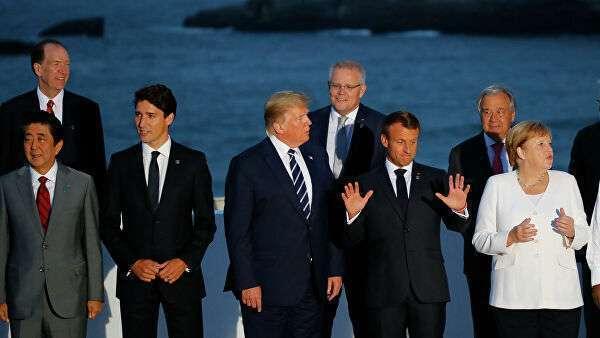 Совместная фотография лидеров стран-участниц саммита G7 в Биаррице