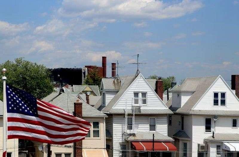 В США 34% ожидают гражданскую войну в ближайшие годы, 47% хотят продать свой дом из-за долгов