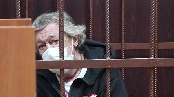 Актёр Михаил Ефремов во время избрания меры пресечения в Таганском суде Москвы
