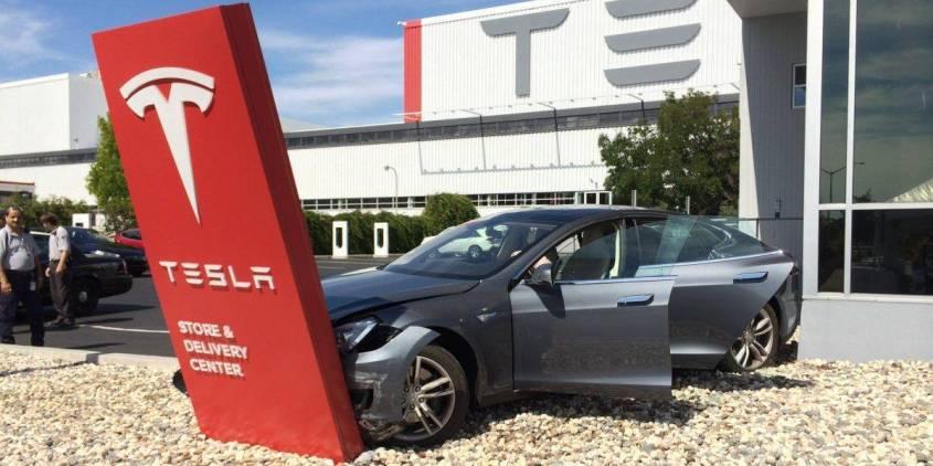 Автомобили Tesla оказались самыми некачественными автомобилями среди 32 проверенных марок