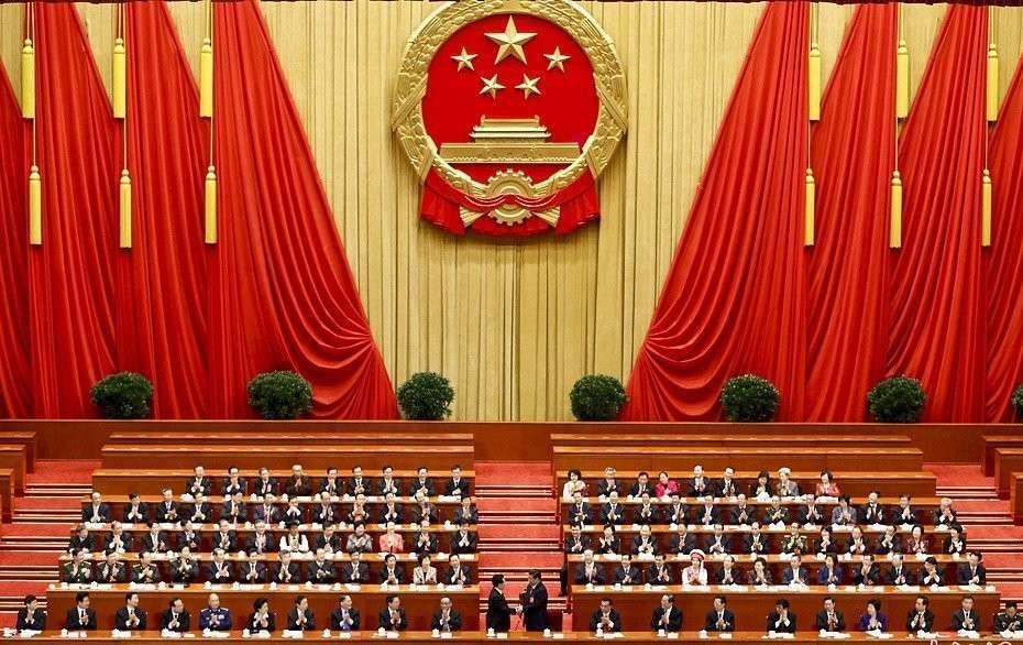Что делает Пекин, пока Россия и Запад ссорятся?