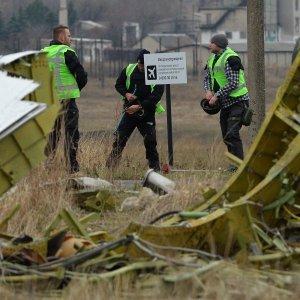 Самолет с останками погибших при крушении Boeing прибыл в Нидерланды