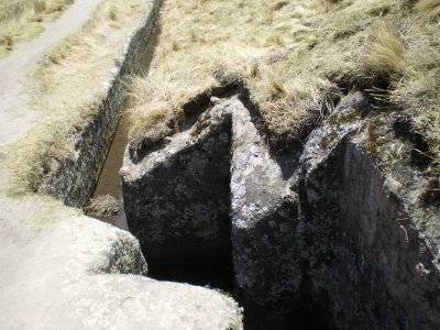 Древний акведук Кумбе-Майо в Перу