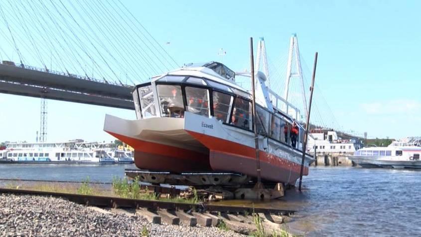 В Петербурге спущен на воду первый российский электрокатамаран Ecovolt