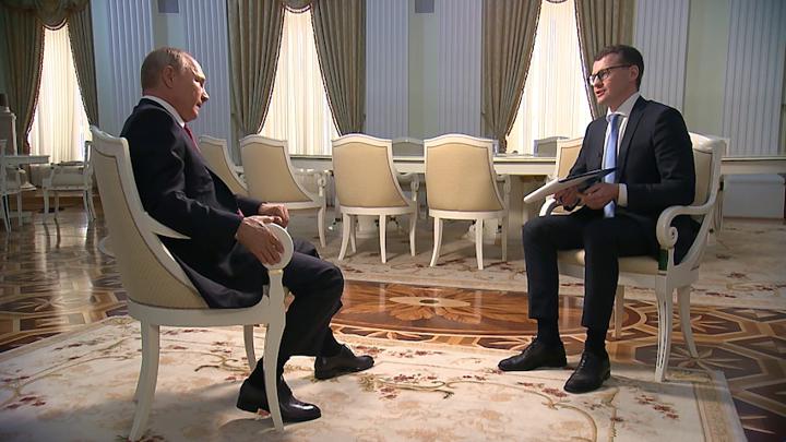 Путин рассказал, как принимались трудные решения от кризисов 90-х до пандемии