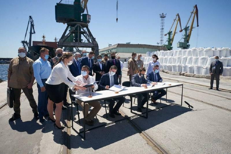 На «самостийной» Украине Зеленский подарил херсонский торговый порт грузинским друзьям Саакашвили