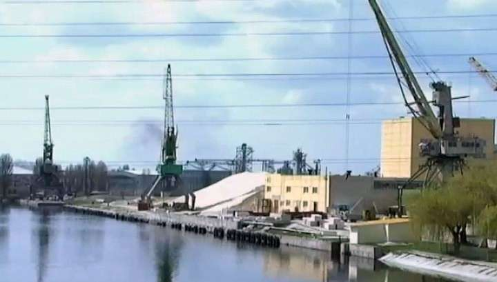Херсонскую нефтегавань разворовывают целыми цистернами