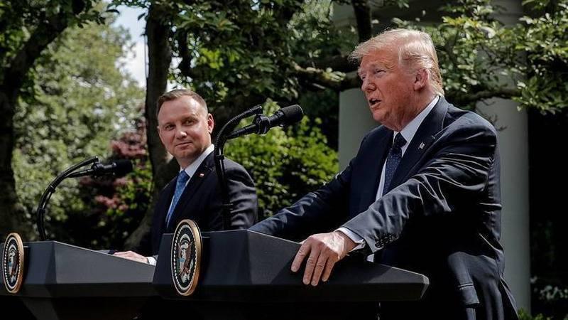 Дуда с Трампом раскалывает НАТО и вредит Польше