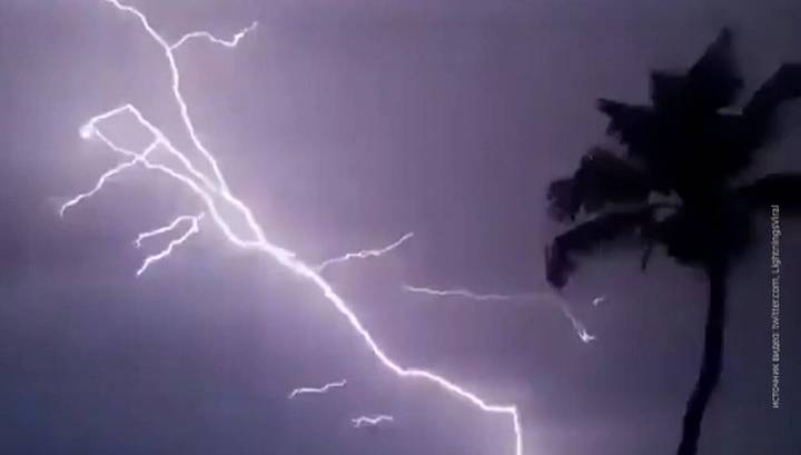 Индия. Обстрел молниями. Погибли дети, взрослые и животные