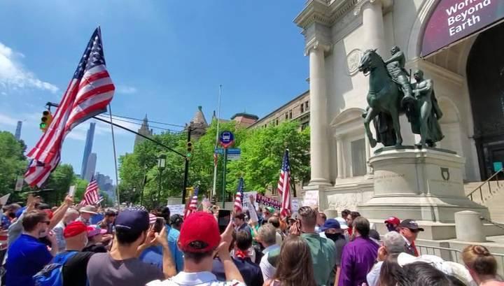 На улицы городов США вышли защитники истории и противники негритянского бунта