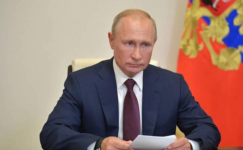В ходе встречи с членами рабочей группы по подготовке предложений о внесении поправок в Конституцию Российской Федерации (в режиме видеоконференции).