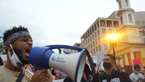 Участники акции протеста против полицейского насилия в США