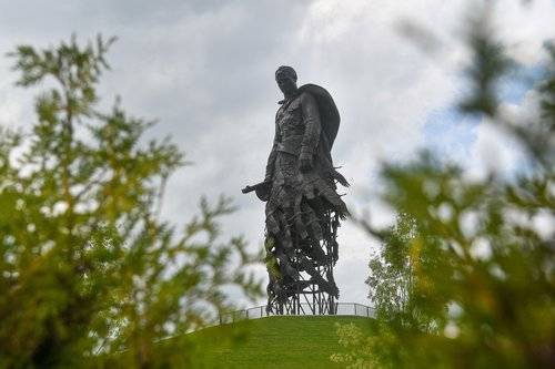 Что в Параде Победы увидели простые люди на Западе: «Их генералы не встанут на колени»