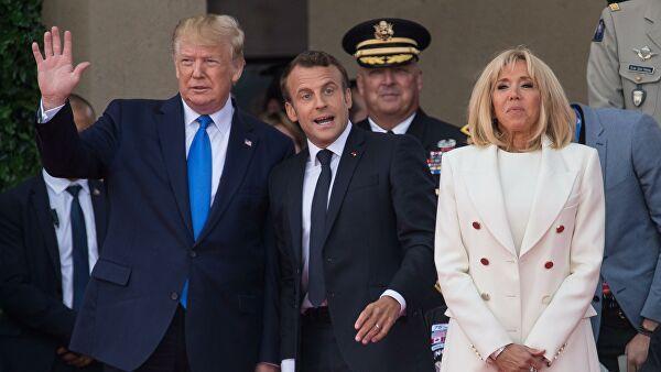 Президент США Дональд Трамп и президент Франции Эммануэль Макрон с супругой Бриджит