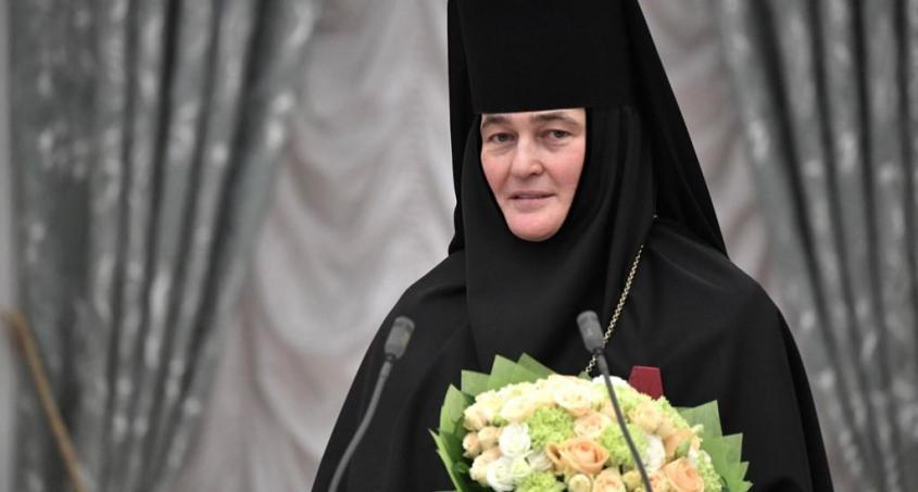 Скромная настоятельница столичного монастыря купила Mercedes-Benz почти за 10 мил. рублей