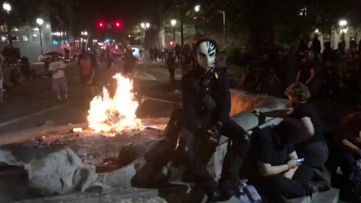 Чёрный майдан лютует в Портленде. Демократы делают всё, чтобы он охватил всю страну