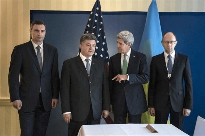 Украинское руководство поставило мировой рекорд преданности посольству США