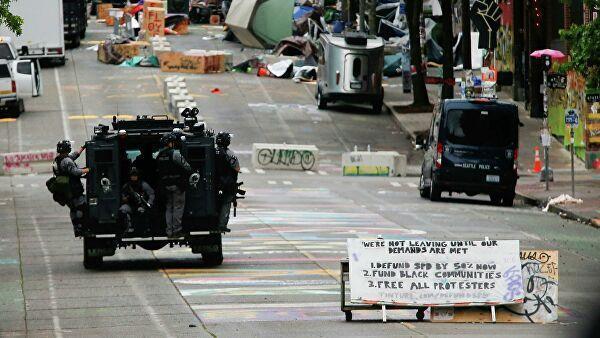 Полицейский спецназ в автономной зоне Сиэтла, США