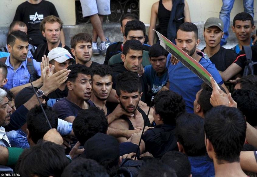 Озверевшие от безнаказанности мигранты в Германии боятся только русских
