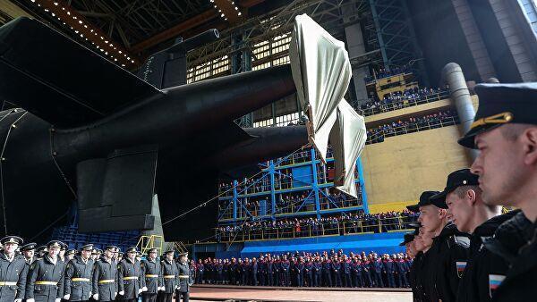 Атомная подводная лодка Белгород во время спуска на воду на АО Производственное объединение Севмаш в Северодвинске