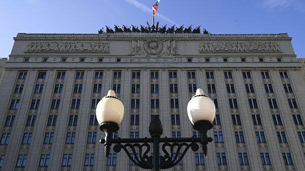 Флаг на здании министерства обороны РФ