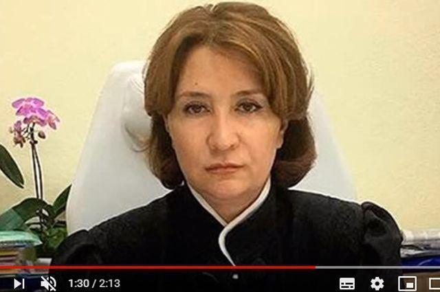 За что «золотую судью» Елену Хахалеву лишили должности и мантии