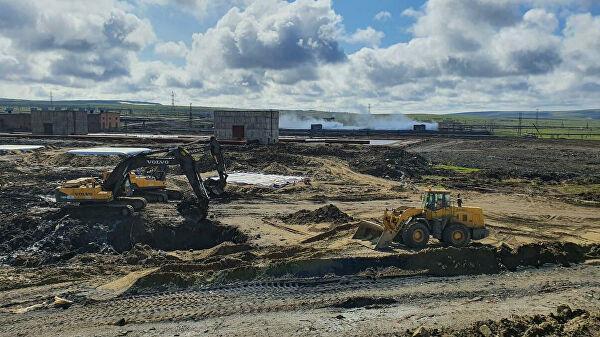 Работы по хранению собранного после аварии на ТЭЦ-3 загрязненного грунта на полигоне в Норильске