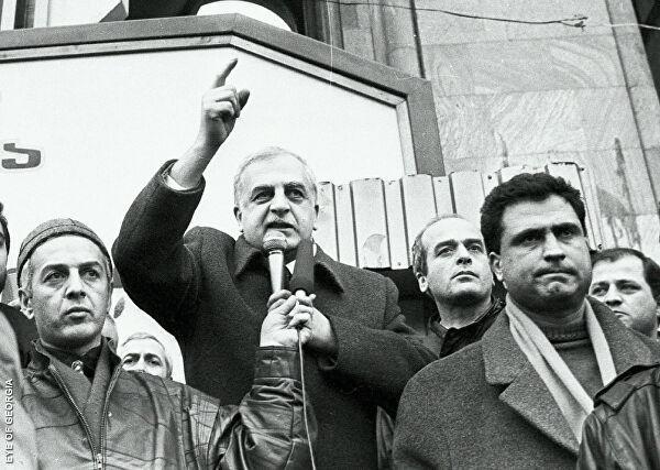 Как свергали первых президентов в бывшем СССР