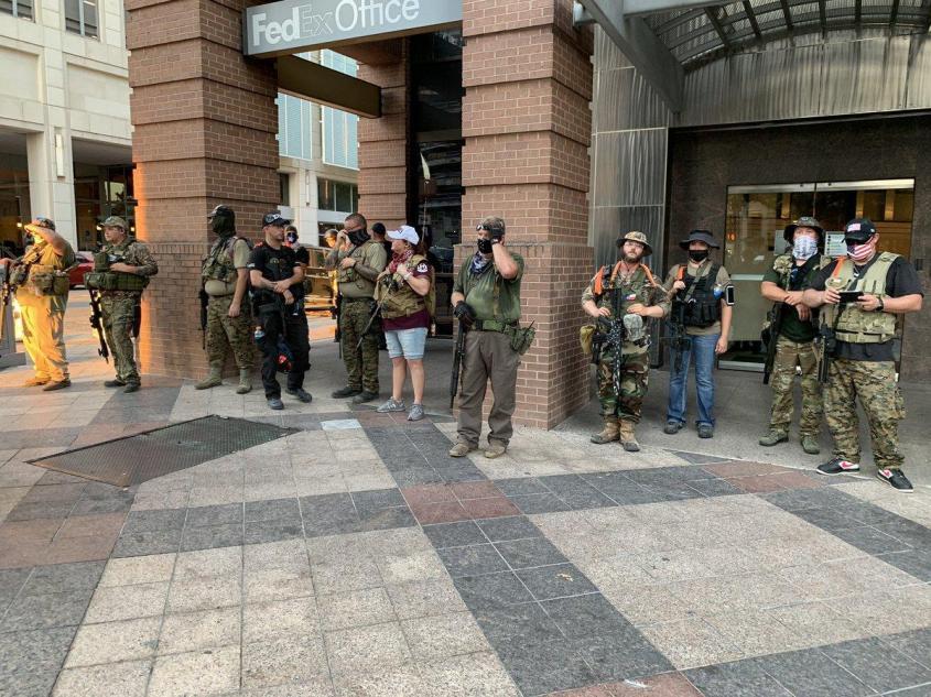 Белые партизаны штата Техас вошли в Остин
